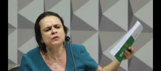 Janaína Paschoal em pleno destempero, hoje, na Comissão Especial de Impeachment