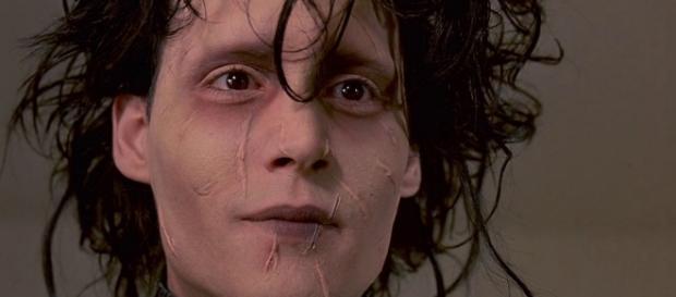 No clássico de Tim Burton, Johnny Depp interpreta Edward Mãos de Tesoura