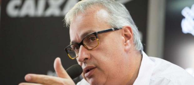 Roberto de Andrade corre atrás de reforços