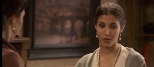 Amalia vuole uccidere Ines, Francisca cerca di fermarla.
