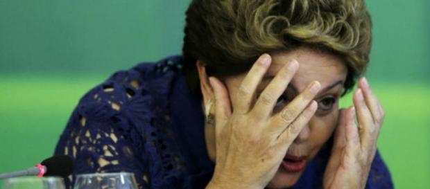 Dilma tapa o rosto - Imagem: Google