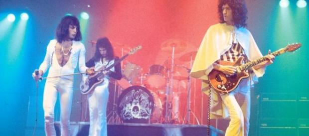 Queen en acción en el Hammersmith Odeon