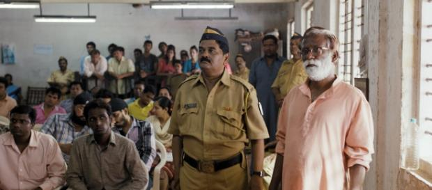 Una escena de Tribunal (Court) de Chaitanya Tamhane