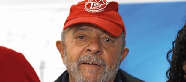 Ex-presidente Lula orienta movimentos sustentados pelo Governo, como o MST.