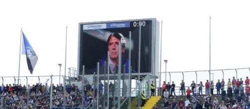 Omaggio a Cesare Maldini ieri durante Atalanta-Milan