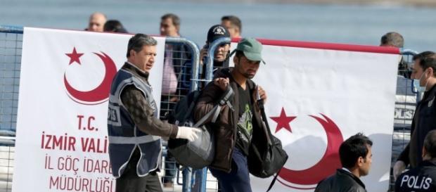 Hoy comienzan las deportaciones desde Grecia hacia Turquía