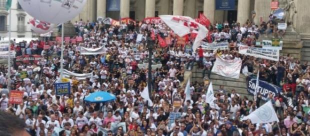 Servidores anunciam greve geral nesta semana