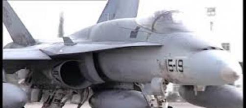 Aviones cazabombarderos F-18 by MinDefensa