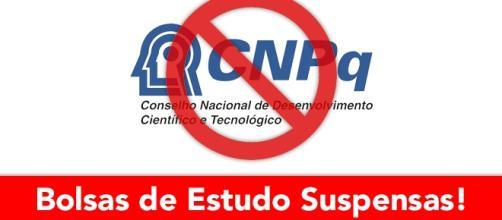 CNPq suspende bolsas de estudo para estudantes no exterior