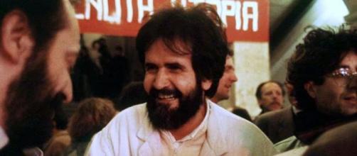 Il sociologo Mauro Rostagno, ucciso il 26 settembre 1988