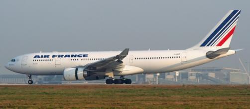 Le hostess di Air France dicono no al velo