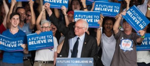 Sanders a discursar num dos seus comícios