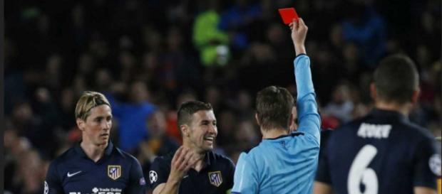 Fernando Torres en el momento de ser expulsado