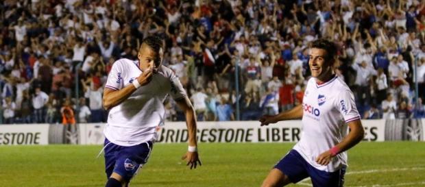 Nico López comemora gol contra o Palmeiras, na Libertadores.