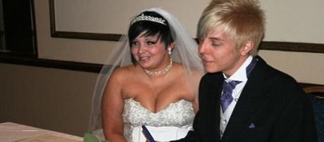 Jazmin e Jason Cullen al loro matrimonio. Jazmin sta ancora cercando di cancellare quel momento