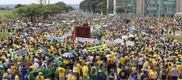 Brasileiros devem voltar às ruas dia 17