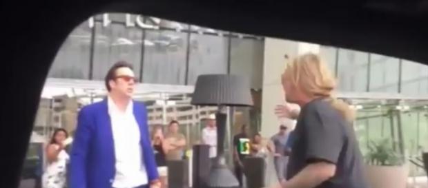 A briga foi filmada por pessoas no local.