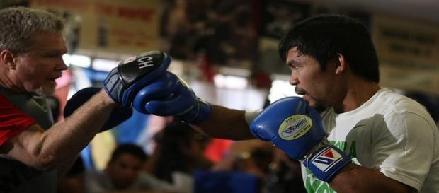Manny Pacquiao boxing workout at the Wild Card gym (2014) -- Oliver Petalver / TheDailySportsHerald.