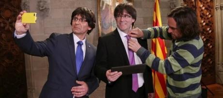 El Carles Puigdemont imitado y el real en 'Desmuntant Polònia' de TV3.