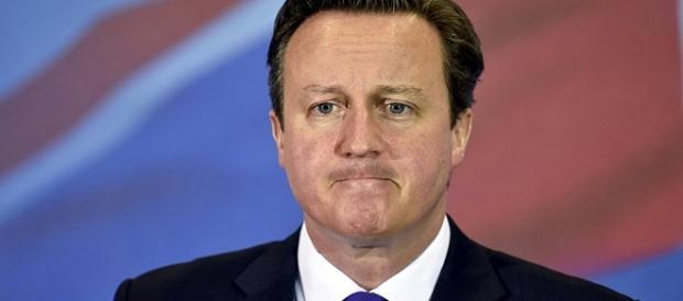 Cameron dichiara di aver tratto profitto dai conti del padre.