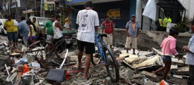 Los ecuatorianos se unen a los trabajos de rescate y ayuda humanitaria