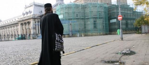 Un preot interlop a fost trimis în judecată