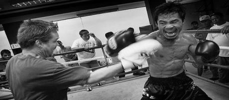 Pacquiao with longtime trainer Freddie Roach. / Roger Alcantara
