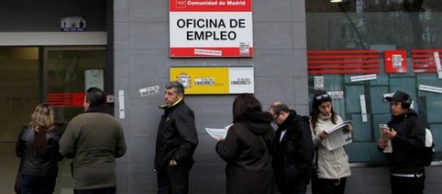 Angajații români din Spania declară Renta