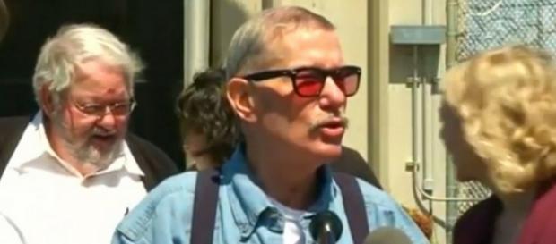 Keith Allen Harward, condamnat pe nedrept, face declarații la ieșirea din închisoare