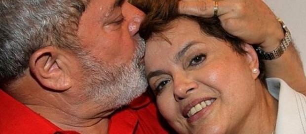 Lula dá beijo em Dilma - Imagem do Google