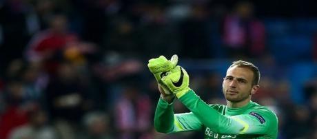 O goleiro Oblak fez boas defesas que ajudaram na classificação do Atlético.