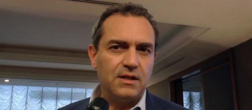 Secondo un sondaggio di HuffPost De Magistris sarà il vincitore delle elezioni comunali napoletane.