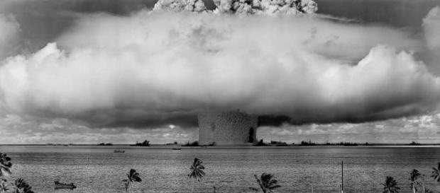 Explosión atómica en el Océano Pacífico