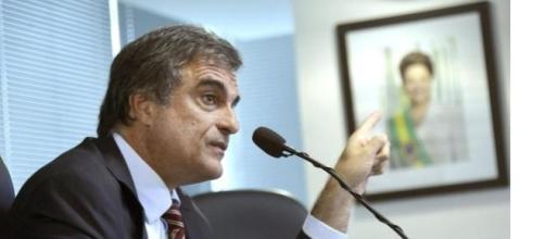 Cardozo entra no STF para anular processo contra Dilma