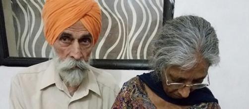 El matrimonio hindú logra luego de 46 años tener su primer hijo