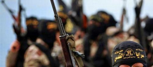 Nuovo orrore Isis: seppelliti 45 suoi uomini fuggiti da una battaglia