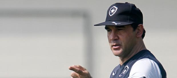 Após receber proposta do Cruzeiro, treinador decidiu ficar no Botafogo