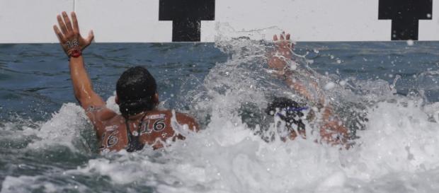 Disputa acirrada na chegada da maratona aquática