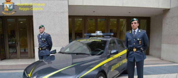 Guardia di Finanza in Calabria Fonte:http://www.lametino.it/Cronaca/ndrangheta-cartello-per-condizionare-economia-7-fermi-a-reggio-calabria.html