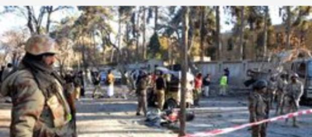 i dintorni del College isolati dalle forze di polizia