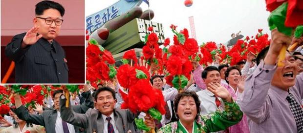 Kim Jong-Un recibió una gran ovación en la plaza Kim Il-Sung