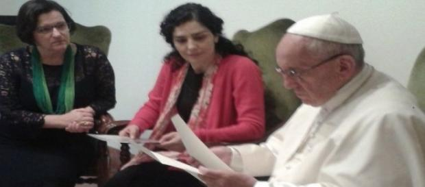 Letícia Sabatella pede ajuda de Papa para evitar saída de Dilma