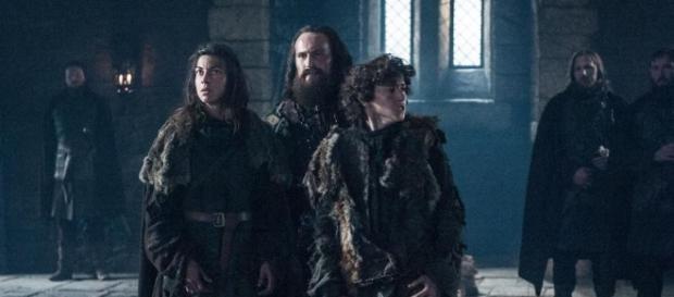 Osha, Smalljon e Rickon em Winterfell (Foto: HBO)