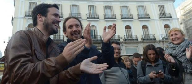 Pablo Iglesias y Alberto Garzón, felices por el pacto alcanzado para las próximas elecciones generales.
