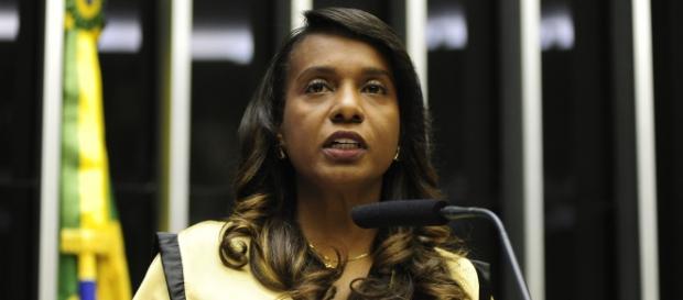 Tia Eron, deputada federal que votou a favor do impeachment.
