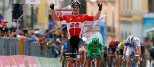 El alemán Andre Greipel se impuso en la quinta etapa del Giro con final en Benevento