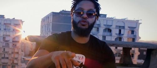 FK est un artiste hip-hop franco-ivoirien venu de Nantes.