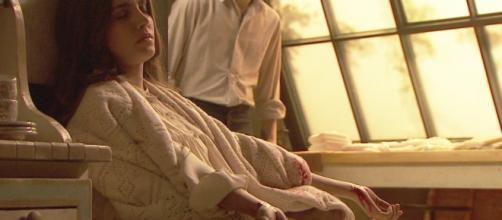 Il Segreto: Amalia si taglia le vene