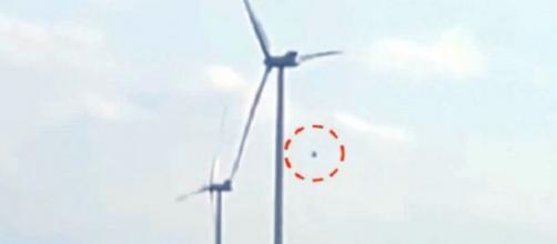 Ufo in Polonia fa fermare pale eoliche.