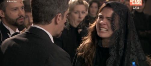 Una Vita: la rabbia di Leonor al funerale del padre